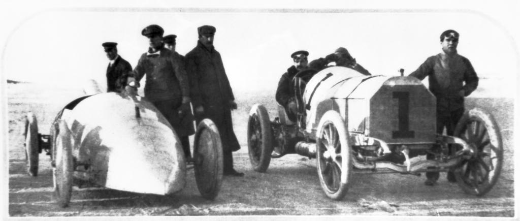 Records at the meeting in Ormond Daytona Beach, Florida/USA, 27 to 30 January 1904. At the off: subsequent winner William K. Vanderbilt jr. (starting number 1) at the wheel of a Mercedes 90 hp racing car.  Photos: Mercedes Benz